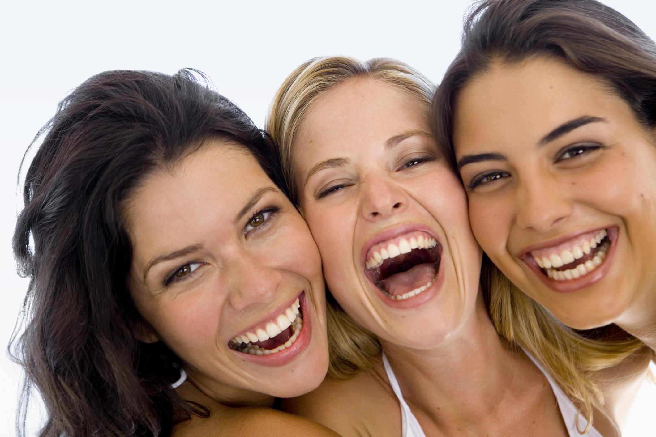 Когда ты встретил шутку, которая тебе пришлась по душе, остановись на мгновение и представь, как и в каких жизненных ситуациях ты можешь ее использовать. После этого задействуй воображение и взгляни на себя так, будто ты буквально используешь эту шутку в каком-то разговоре на работе, дома или в к
