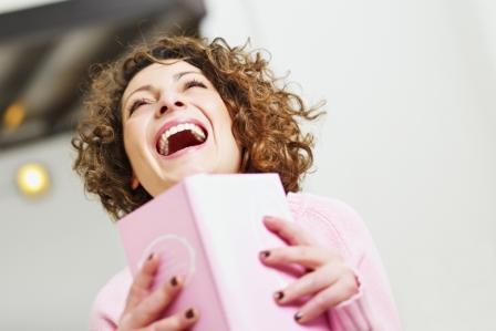 Этот способ развития чувства юмора тесно связан с первым. Учитывай, что важны оба и максимальной эффективности можно добиться, используя их вместе. Помни, чем больше ты пишешь шутки, тем