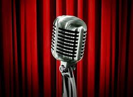 Очень важно правильно выбрать тему для стендапа. Так как вы будете взаимодействовать с живой аудиторией, тема должна быть жизненной и актуальной.