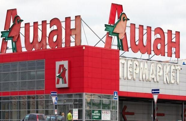 Если ты выступаешь в большом городе и у тебя есть шутка про супермаркет, скажи: «Я был в Ашане...», а не: «В том супермаркете...».