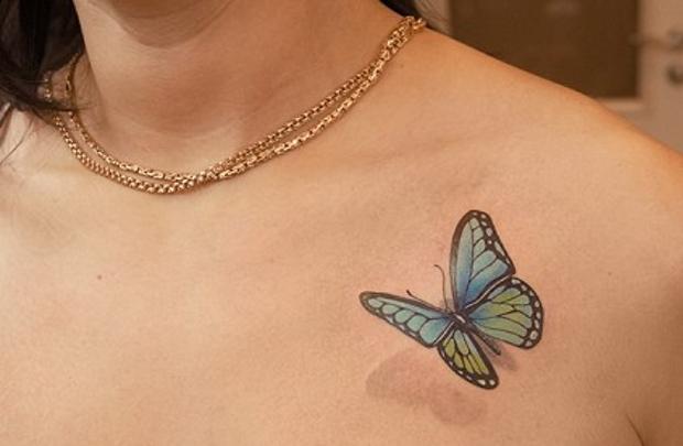 У Земфиры на груди есть тату в виде бабочки. Сейчас она выглядит достаточно привлекательно, но когда Земфире будет 80, она превратится в огромную летучую мышь